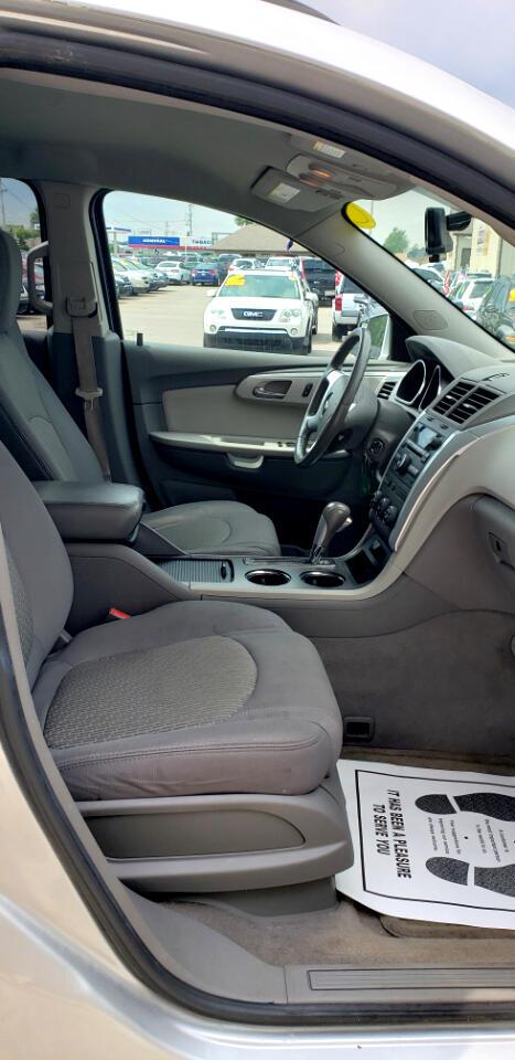 2010 Chevrolet Traverse FWD 4dr LT w/1LT