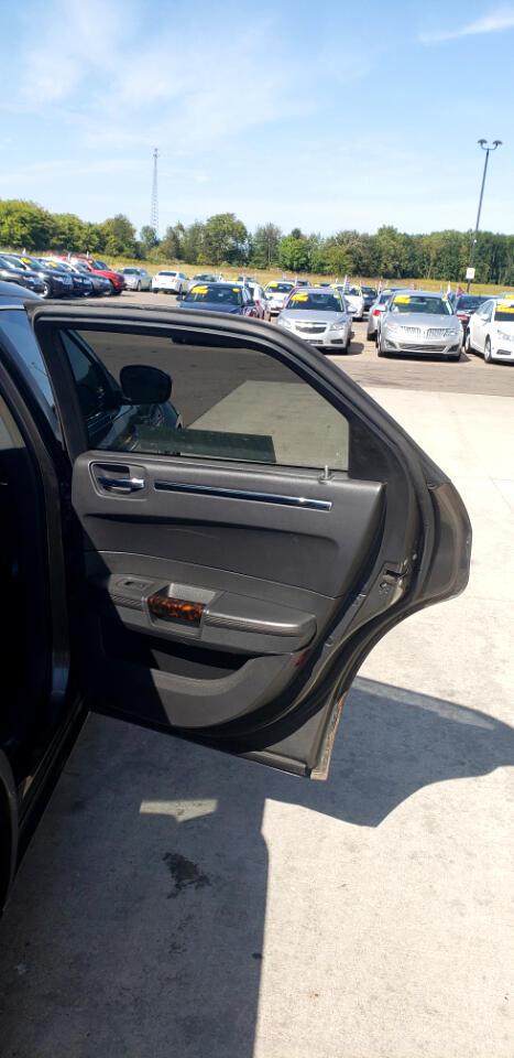 2009 Chrysler 300 4dr Sdn 300C Hemi RWD