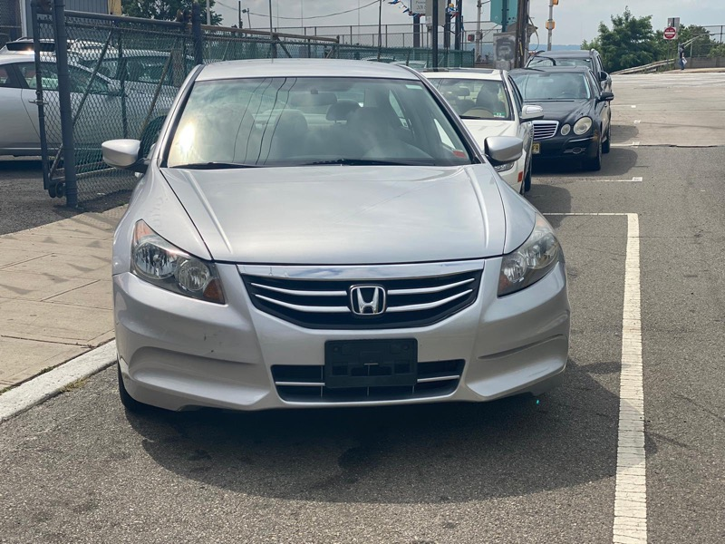 Honda Accord LX sedan AT 2012