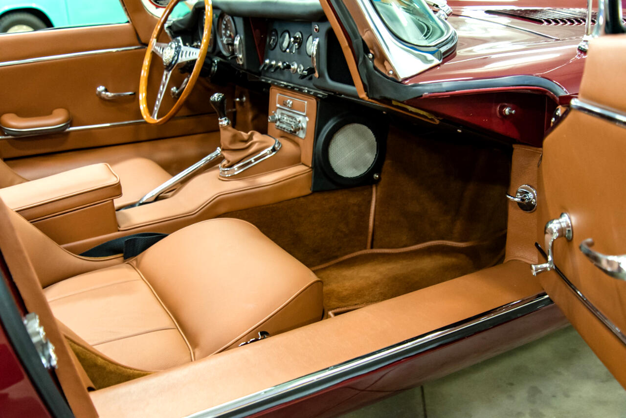 1964 Jaguar XK-Series 2dr Roadster 6-cyl. 3781cc/265hp 3x1bbl