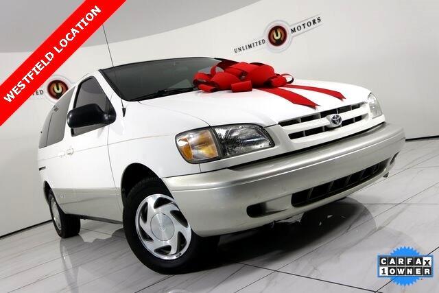 2000 Toyota Sienna LE 4-Door