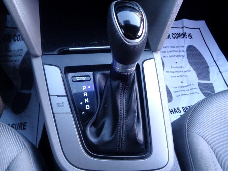 2017 Hyundai Elantra SE LIKE NEW ONE OWNER