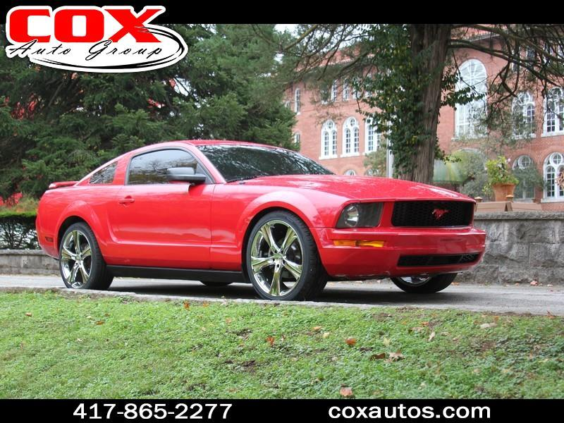 2005 Ford Mustang V6 Deluxe Coupe