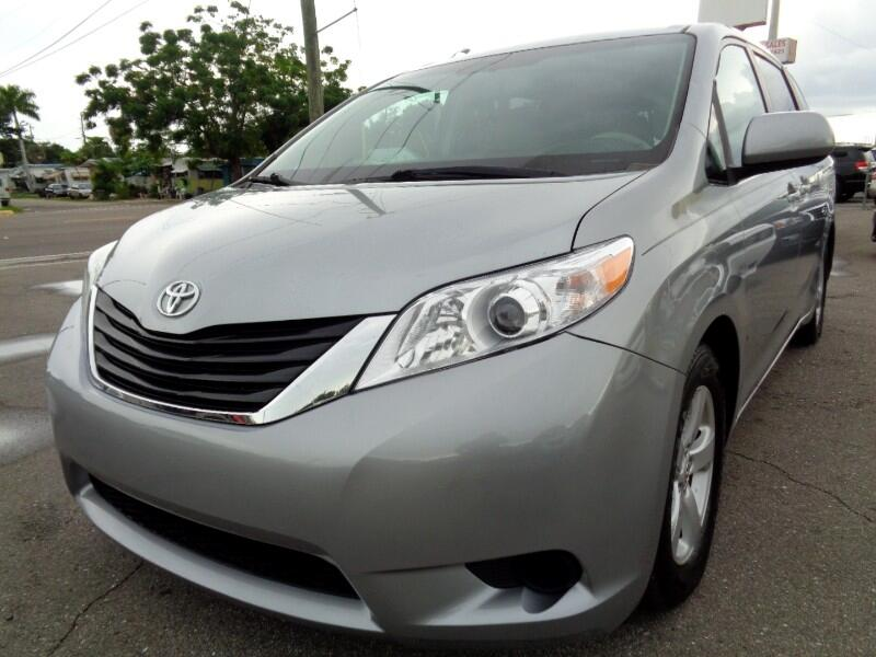 Toyota Sienna LE 8-Pass V6 2011