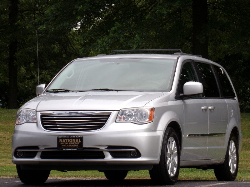 2012 Chrysler Town & Country Touring DVD Entertainment