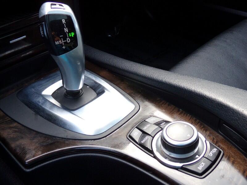 BMW 5-Series 528xi 2010