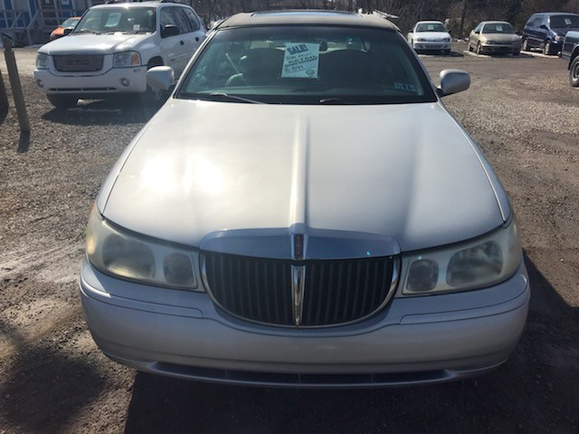 Lincoln Town Car Signature 2001