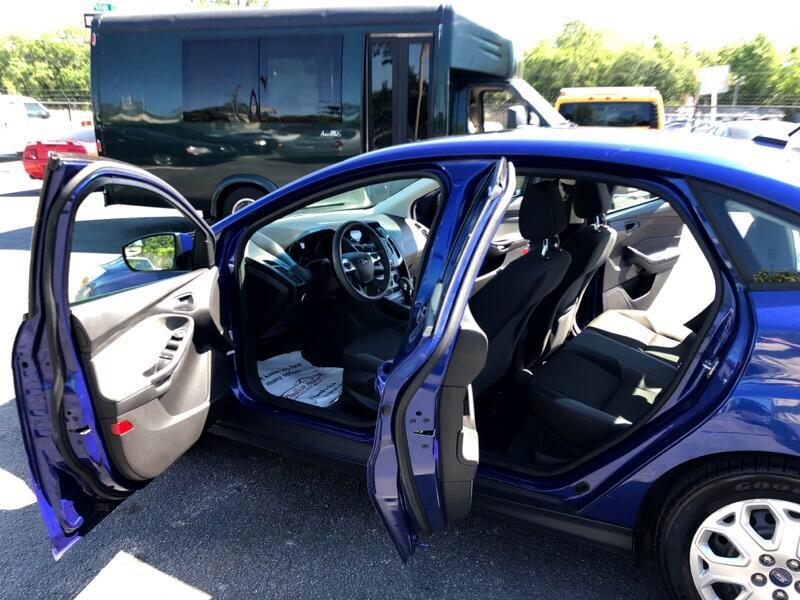Ford Focus SE Sedan 2012