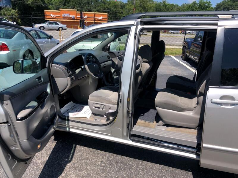Toyota Sienna LE - 7 Passenger Seating 2005