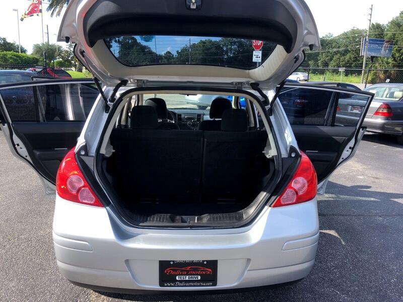 Nissan Versa 1.8 SL Hatchback 2012