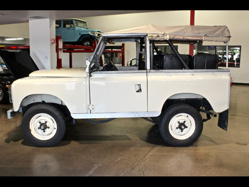 1972 Land Rover Series IIA Safari