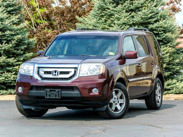 2011 Honda Pilot Touring 4WD 5-Spd AT with DVD and Navigation