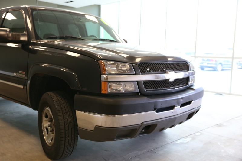 2004 Chevrolet Silverado 2500HD Ext. Cab Long Bed 4WD