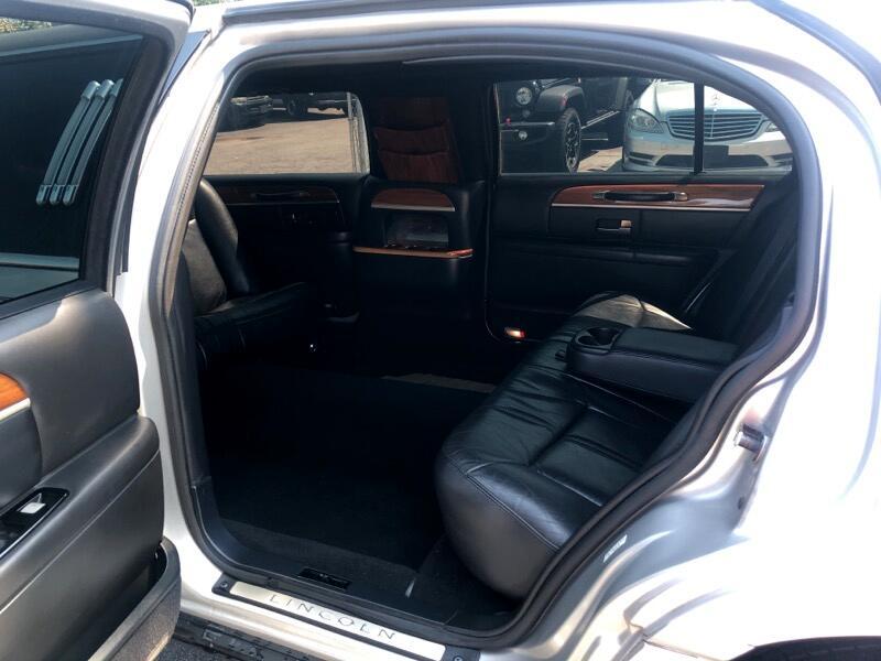 2011 Lincoln Town Car Limousine