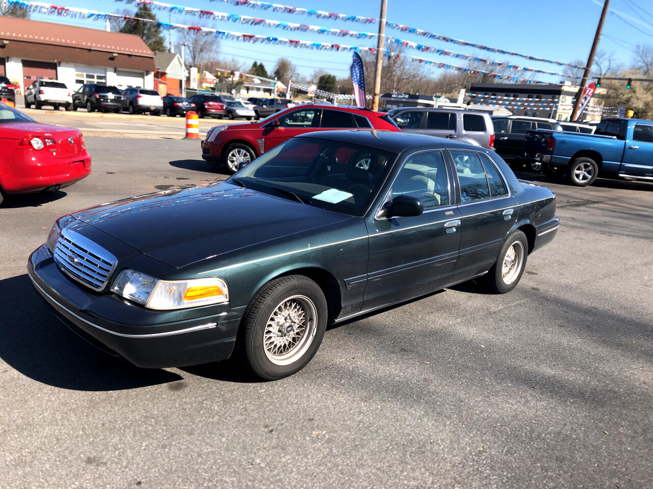 Ford Crown Victoria 4dr Sdn LX 1999