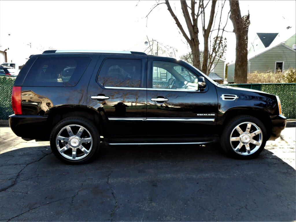 2010 Cadillac Escalade AWD Luxury