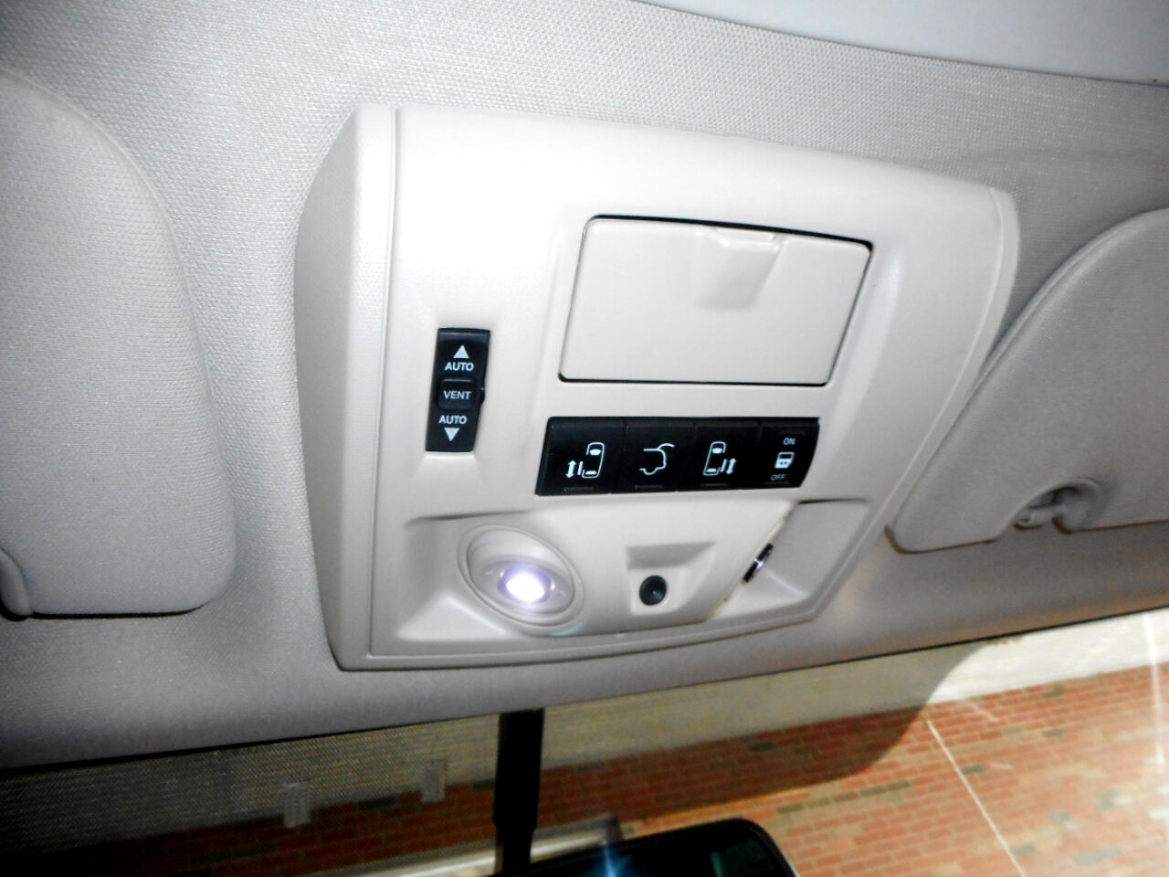 2011 Volkswagen Routan SEL w/Nav