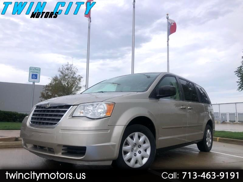 Chrysler Town & Country LX 2009
