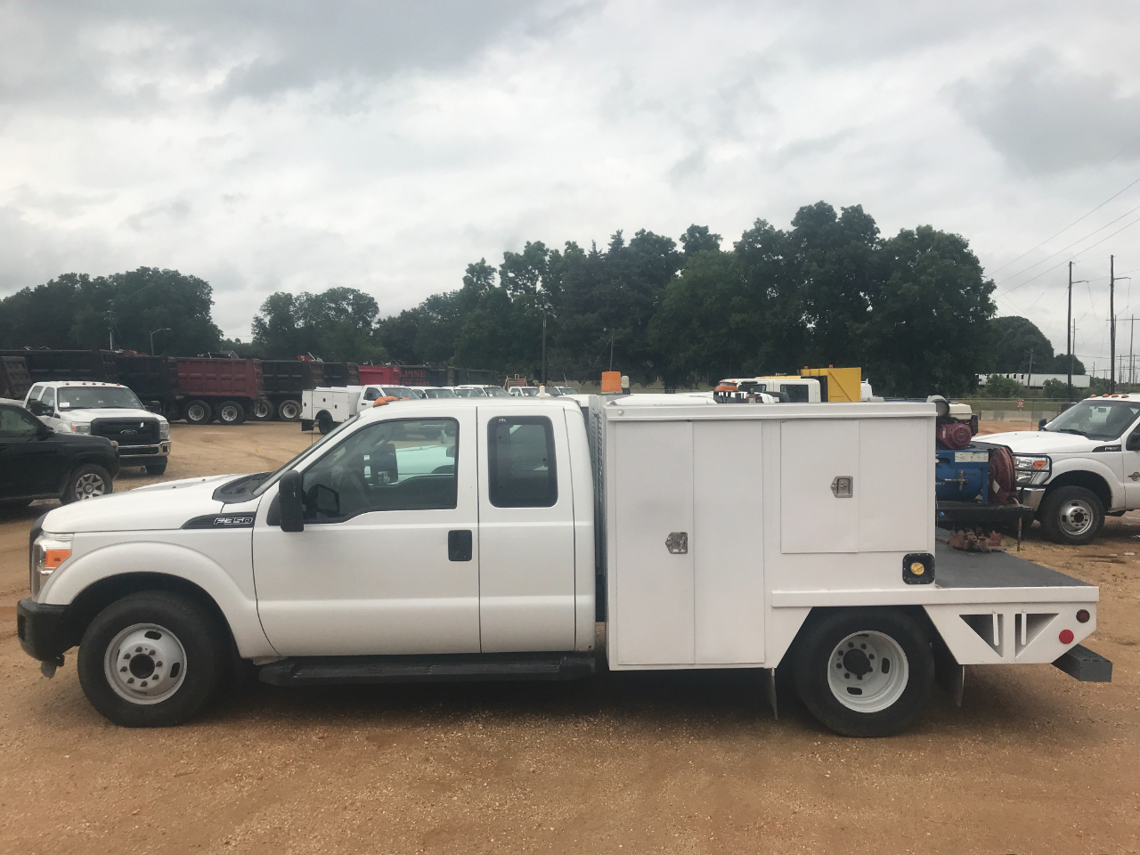 2011 Ford F-350 SD XL SuperCab Long Bed DRW 2WD