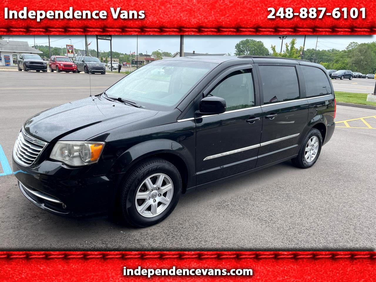 """Chrysler Town & Country 3dr Wgn 113"""" WB LX FWD 2013"""