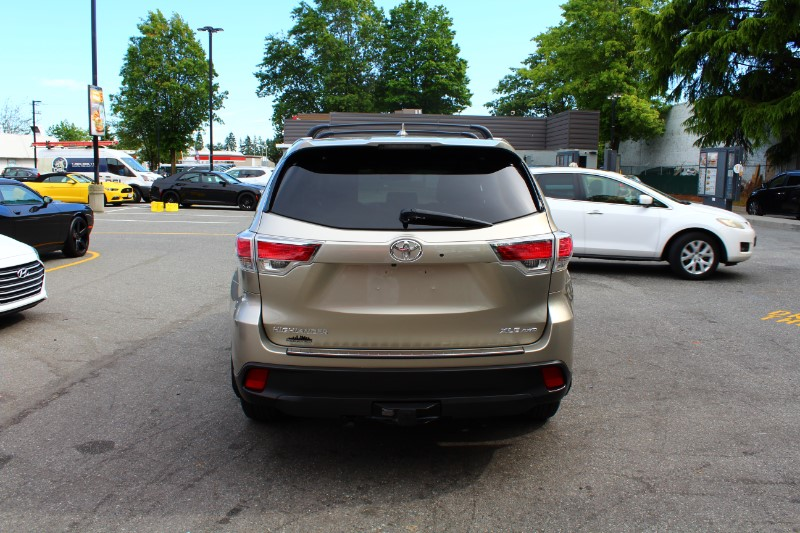 2016 Toyota Highlander XLE AWD V6| Leather| Back-Up Cam| 8 Seater