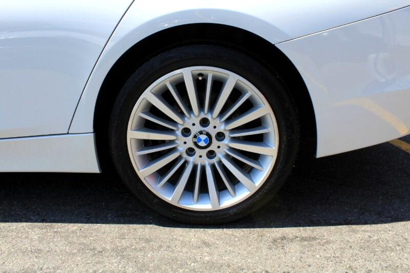 2015 BMW 3-Series 320i xDrive| Leather| Sunroof| Rear Parking Aid