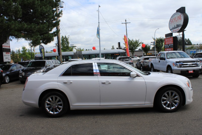 2013 Chrysler 300 RWD| Fully Loaded| Pano Roof| No Accidents