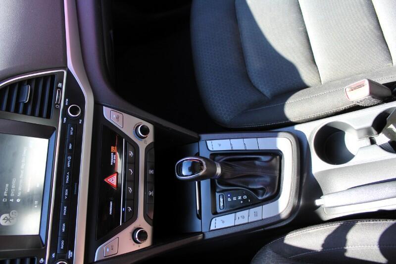 2017 Hyundai Elantra GL| Carplay| Blind Spot Assist| BC Car