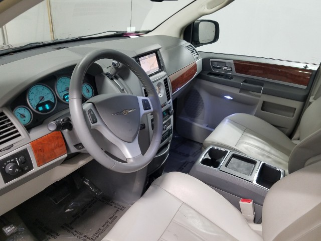 2009 Chrysler Town & Country TOURING **FINANCING AVAILABLE**