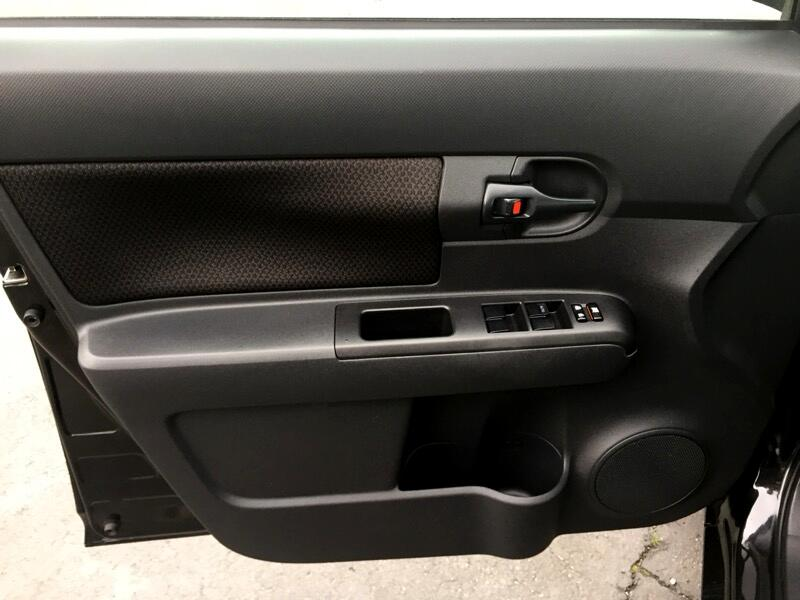 2010 Scion xB 5-Door Wagon 5-Spd MT