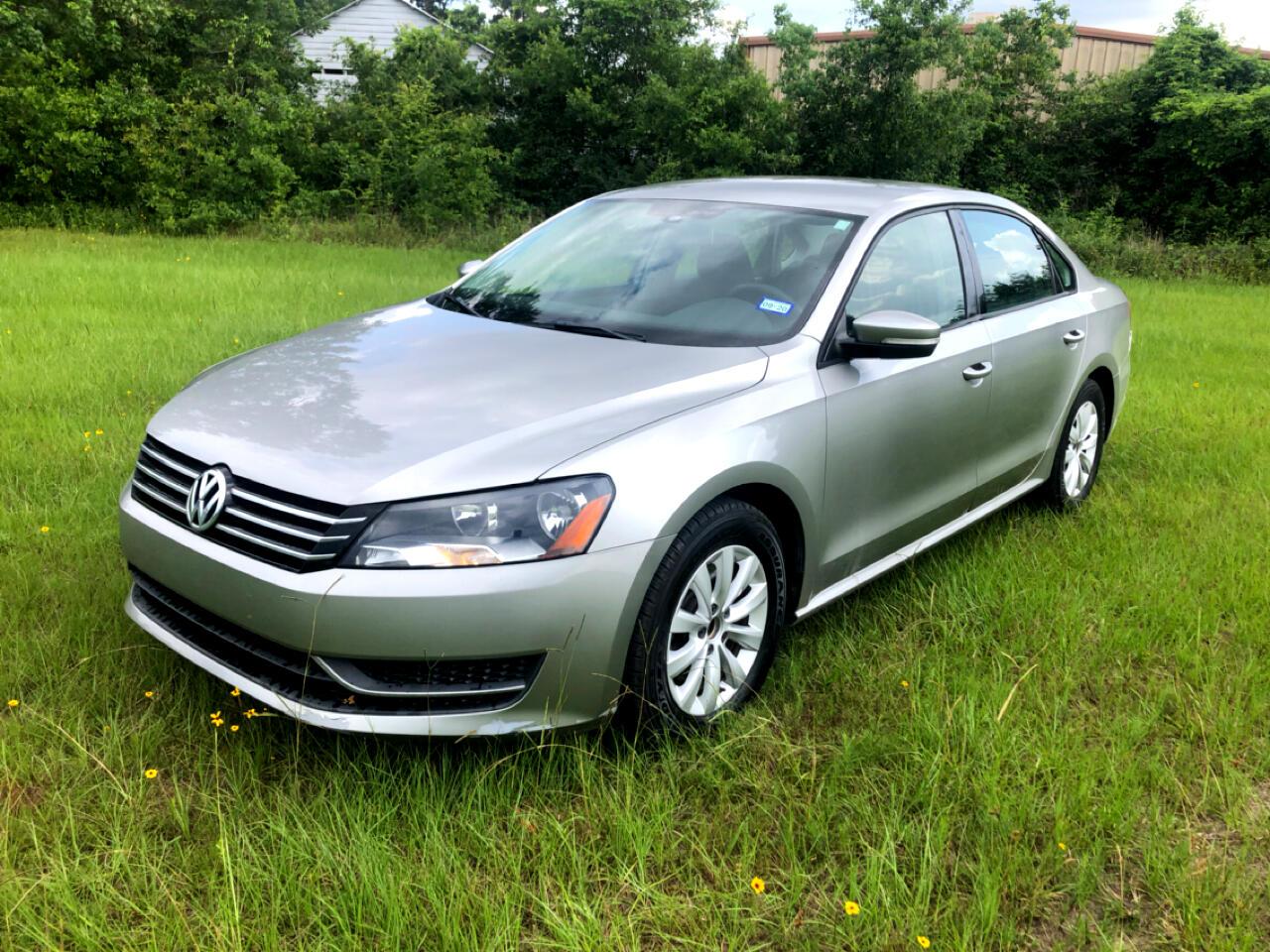 Volkswagen Passat 4dr Sdn 2.5L Auto S w/Appearance *Ltd Avail* 2013
