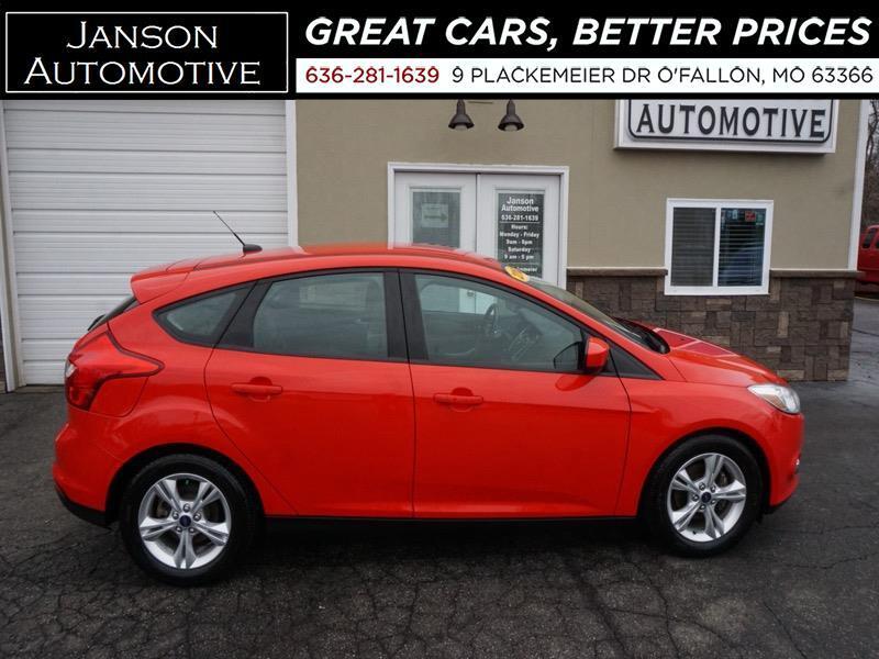 2012 Ford Focus SE HATCHBACK FORD SYNC/BLUETOOTH ALLOYS SUPER NICE