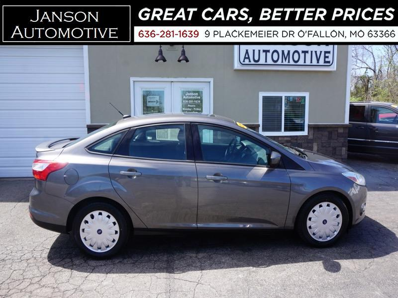 2012 Ford Focus SE MOONROOF BLUETOOTH A/M STEREO 39MPG!!