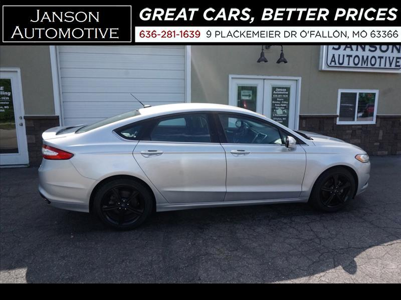 2016 Ford Fusion SE Trim, Only 24K Miles, One Owner, Rear Cam, Pwr.