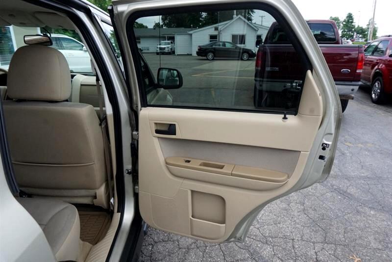 2011 Ford Escape XLT Trim, Alloys, Pwr. Seat. Tow Pkg, Low Miles!!