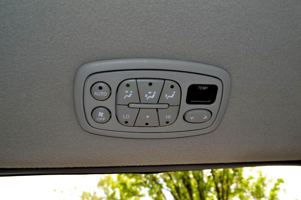 2008 Toyota Sienna 5dr 7-Pass Van XLE AWD (Natl)