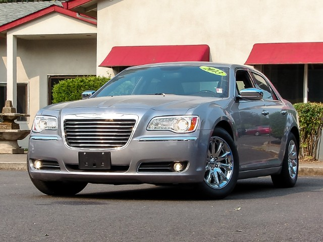 2013 Chrysler 300 C Very Low Miles Attractive Color Combo