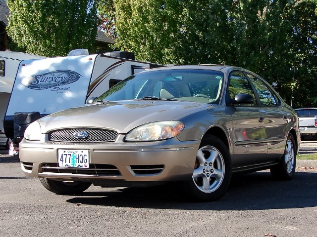2004 Ford Taurus SES w/Leather & Moon Roof Recently Serviced Warran