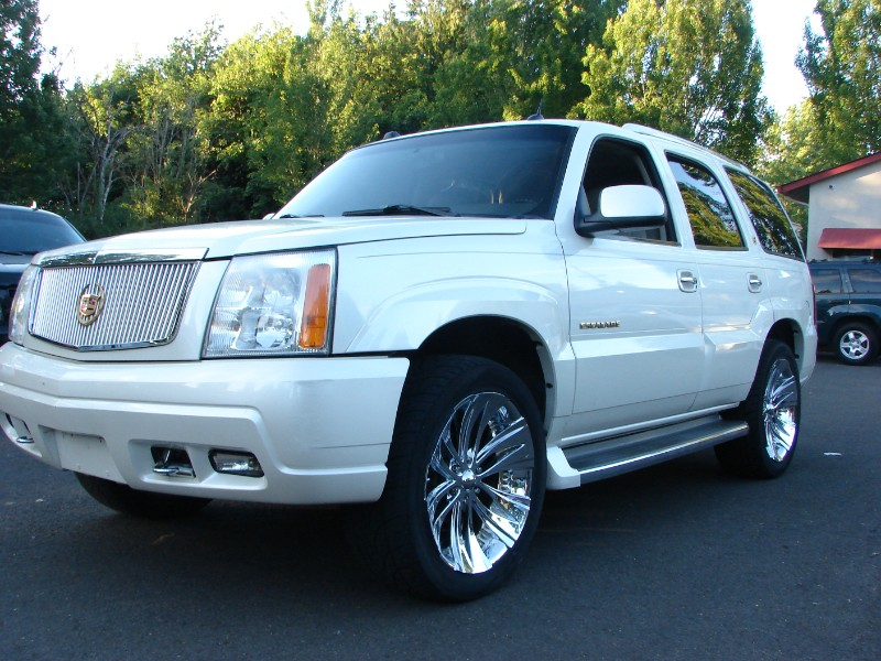 2005 Cadillac Escalade AWD Low Miles Maintained w/WARRANTY