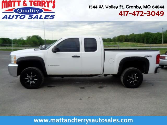 2007 Chevrolet Silverado 2500HD Work Truck Ext. Cab Long Box 4WD