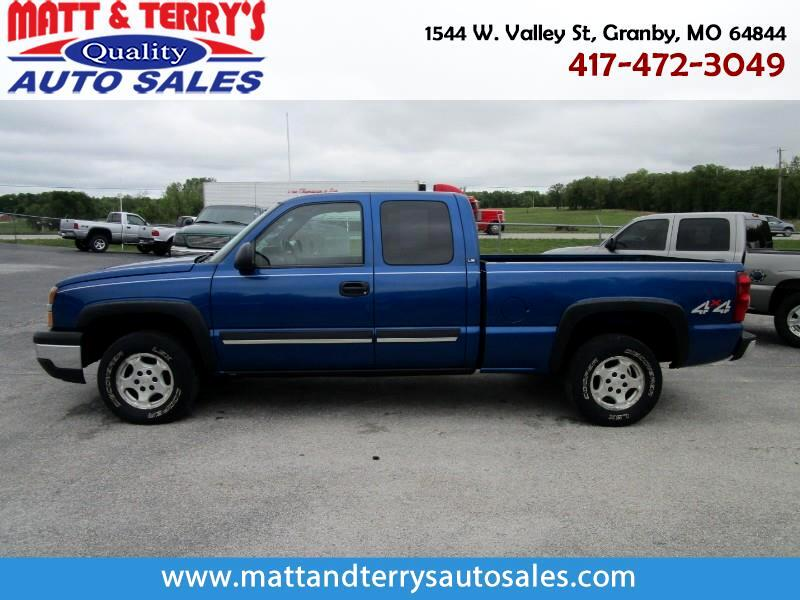2003 Chevrolet Silverado 1500 LS Ext. Cab Short Bed 4WD