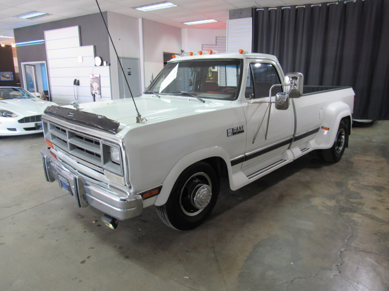 Dodge D350 Reg. Cab 8-ft. Bed 2WD 1990
