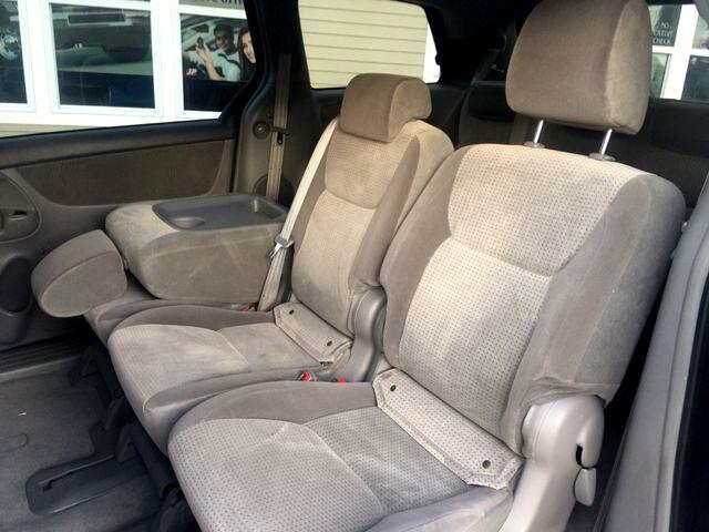 2010 Toyota Sienna LE FWD 8 Passenger