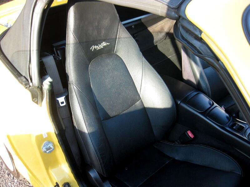 2002 Mazda MX-5 Miata 2dr Conv SE Special Edition