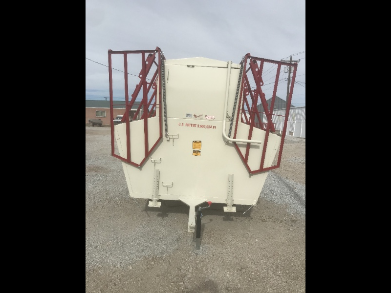 2018 Apache Enclosed Box creepfeeder