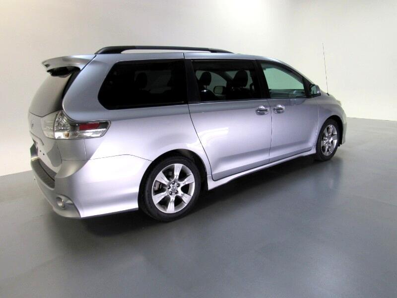 Toyota Sienna SE 8-Passenger 2013