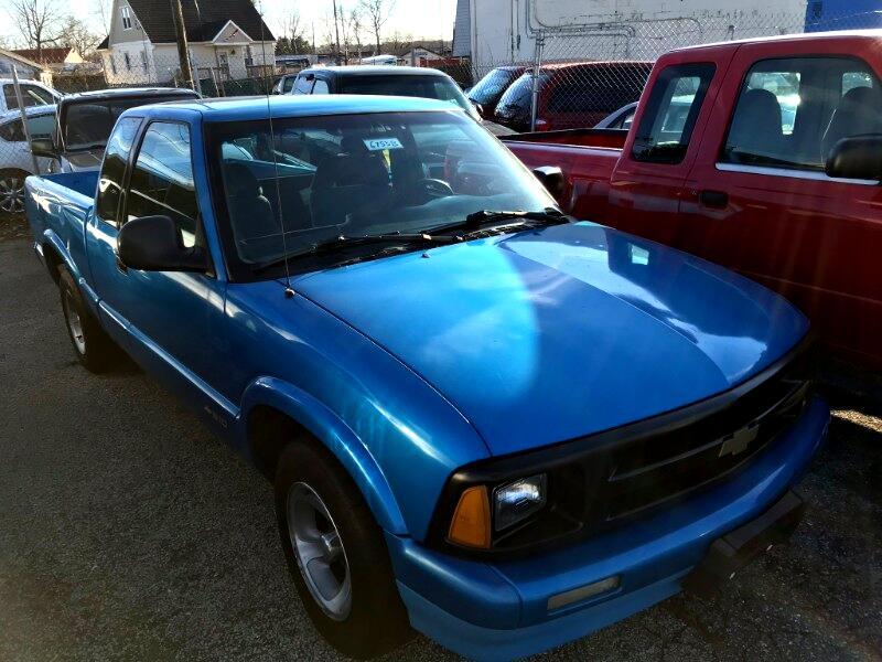 """1994 Chevrolet S-10 Ext Cab 122.9"""" WB LS"""