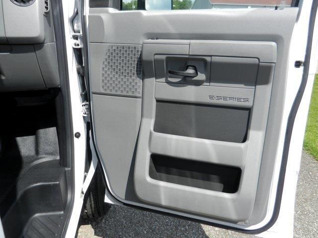 2018 Ford Econoline CUTAWAY 12' BOX TRUCK