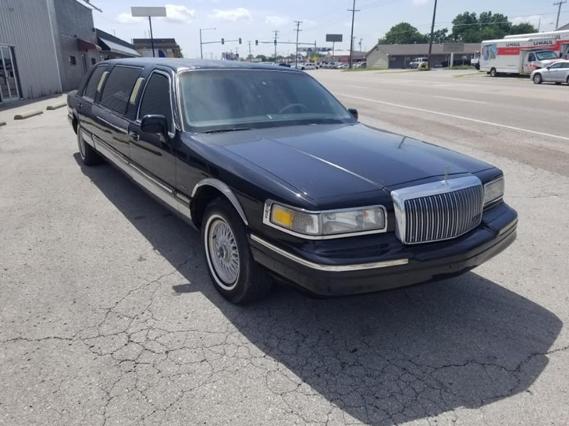 1995 Lincoln Town Car Executive *Trade in Special*