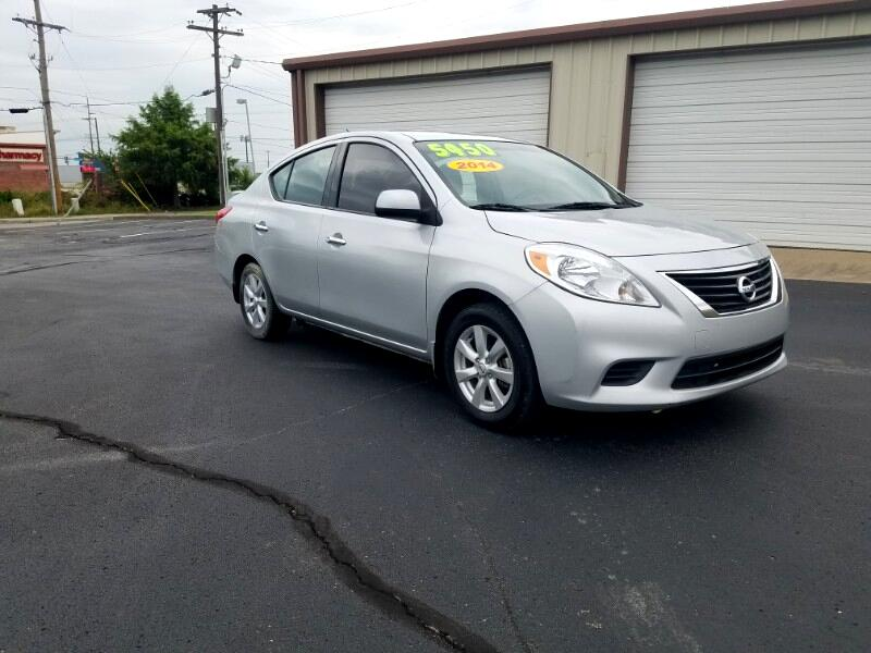 Nissan Versa 1.6 SV Sedan 2014